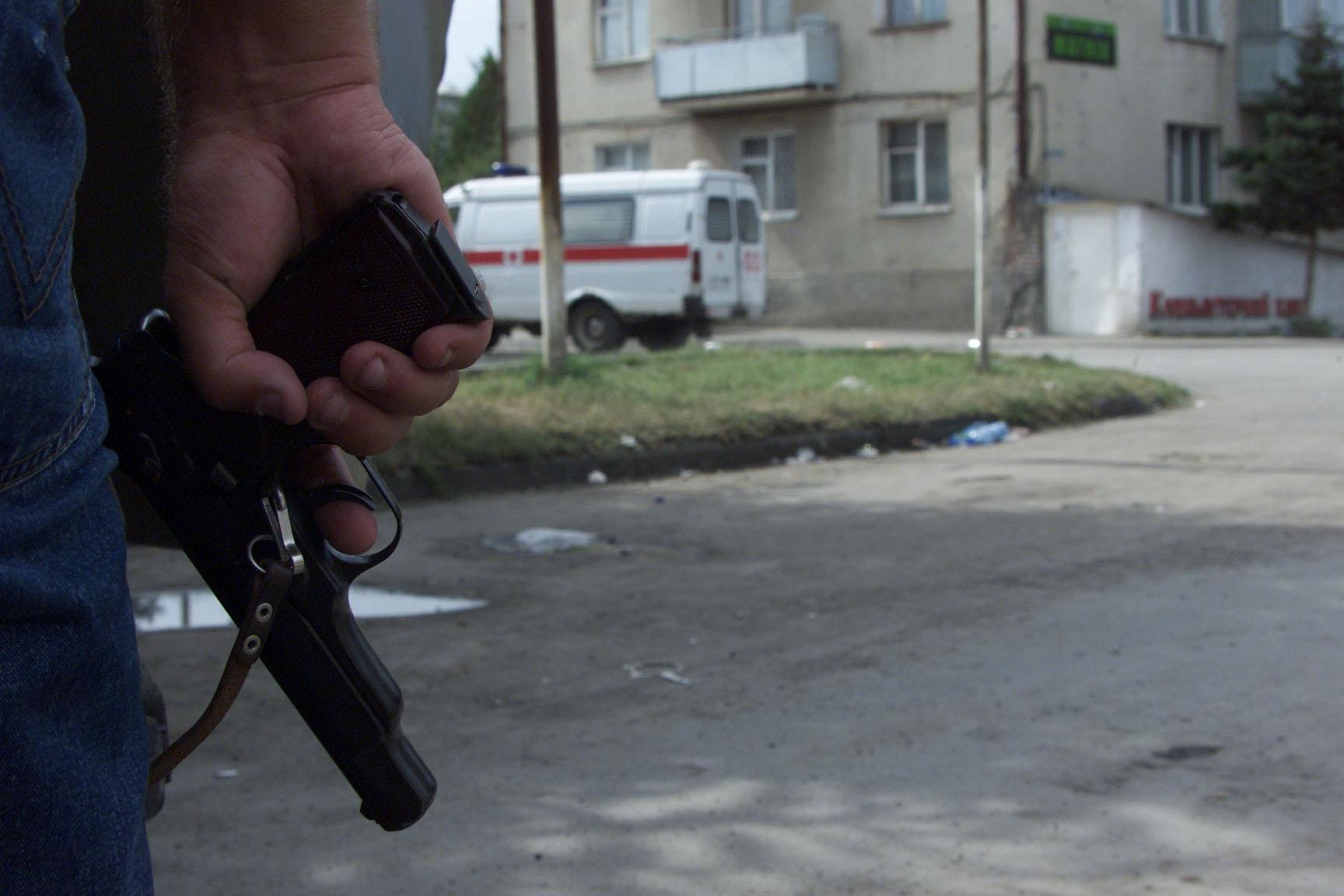 Фото неизвестные пацаны с оружием 6